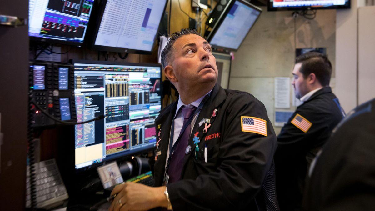 फरवरी के बाद से सबसे बड़ी गिरावट में डॉव लगभग 500 अंक गिर गया क्योंकि 'सबसे खराब स्थिति' मुद्रास्फीति की आशंका बढ़ गई