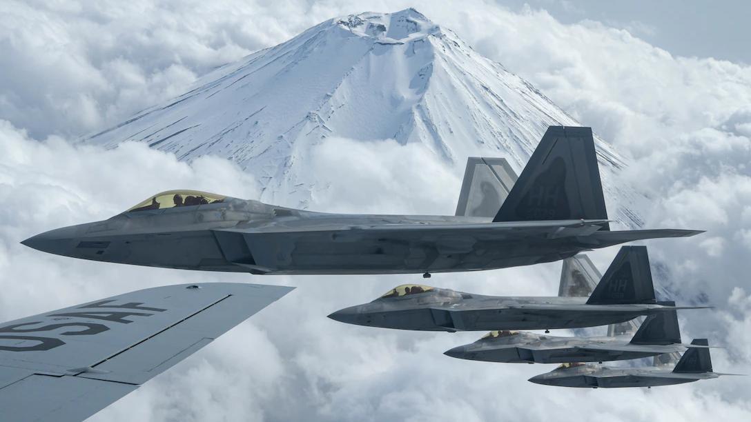 चीन के साथ युद्ध की आशंका, अमेरिकी वायु सेना प्रशांत क्षेत्र में फैल रही है
