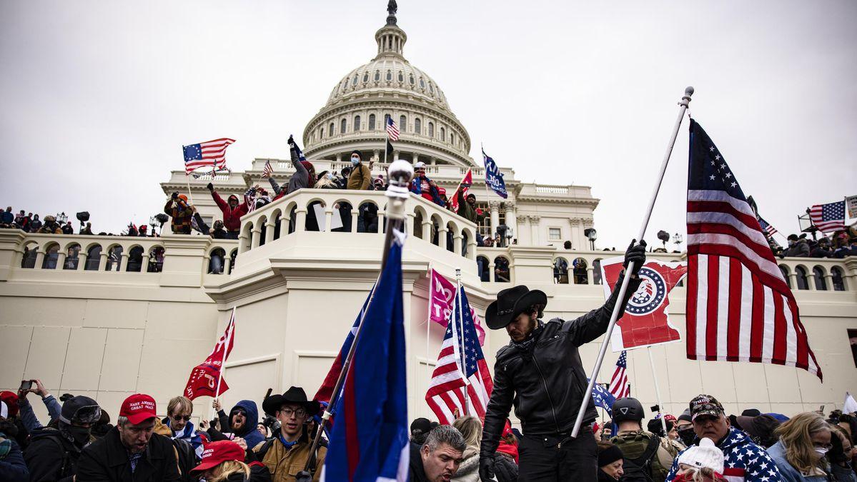 जनवरी 6 रैली के आयोजक अली अलेक्जेंडर फिर से प्रकट हुए और अनुयायियों से 'एक बार फिर से लड़ने के लिए इकट्ठा' होने का आग्रह किया