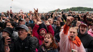 तस्वीरों में: ब्रिटेन ने महामारी की शुरुआत के बाद से पहला संगीत समारोह आयोजित किया