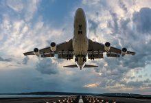 यहां एयरलाइंस के आदेश देने वाले कर्मचारी कोविड के खिलाफ टीका लगवाने के लिए हैं