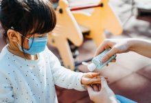 बच्चों को कोविड से मृत्यु और अस्पताल में भर्ती होने का 'बेहद कम' जोखिम है, यूके के बड़े अध्ययन से पता चलता है