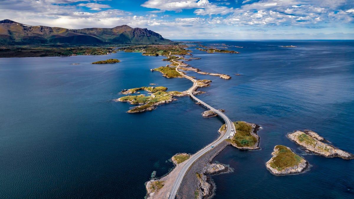 स्कैंडिनेविया और नॉर्डिक्स में 5 भयानक सड़क यात्राएं