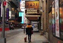 शो चालू रहेगा (यदि आपको टीका लगाया गया है): ब्रॉडवे अन्य प्रमुख NYC स्थानों में शामिल होता है जो कोविड शॉट को अनिवार्य करता है