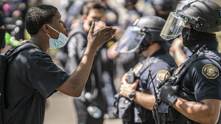 नस्लीय न्याय अशांति से सबसे अधिक प्रभावित शहरों में ऐतिहासिक पुलिस पलायन, नया डेटा दिखाता है