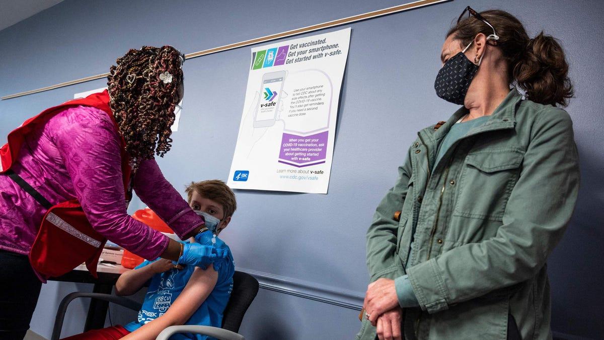 अधिकांश माता-पिता को अभी भी बच्चों को कोविड -19 वैक्सीन नहीं मिला है, पोल ढूँढता है – यहाँ वे समूह हैं जिनका सबसे अधिक विरोध किया जा सकता है