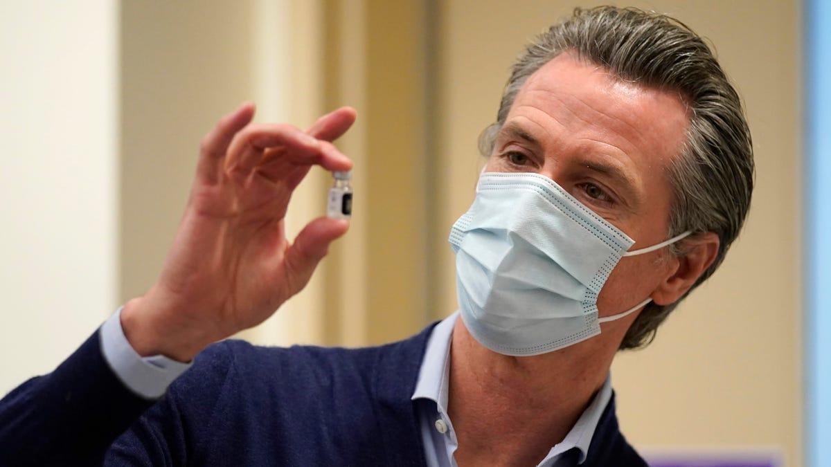 कैलिफोर्निया पहला ऐसा राज्य होगा जहां शिक्षकों को कोविड के टीके लगाने या नियमित रूप से जांच कराने की आवश्यकता होगी