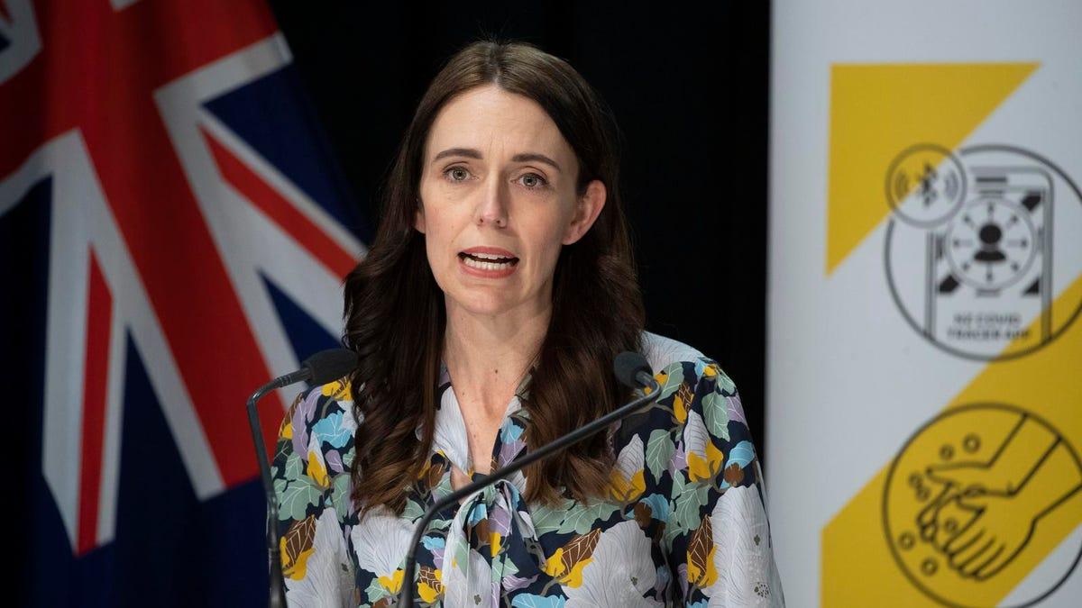 न्यूज़ीलैंड राष्ट्रव्यापी लॉकडाउन का विस्तार करता है क्योंकि डेल्टा वेरिएंट का प्रकोप बढ़ता है