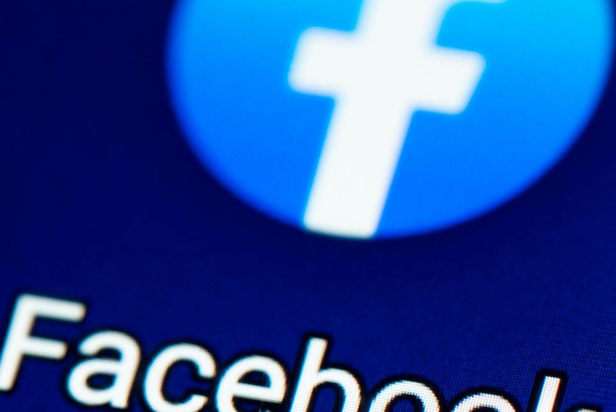 क्या फेसबुक 'गुप्त रूप से' आपके व्हाट्सएप संदेशों की जासूसी कर रहा है?