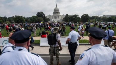 भारी पुलिस वाले 'जस्टिस फॉर जे6' रैली में विरल भीड़ – और न्यूनतम हिंसा – कैपिटल में