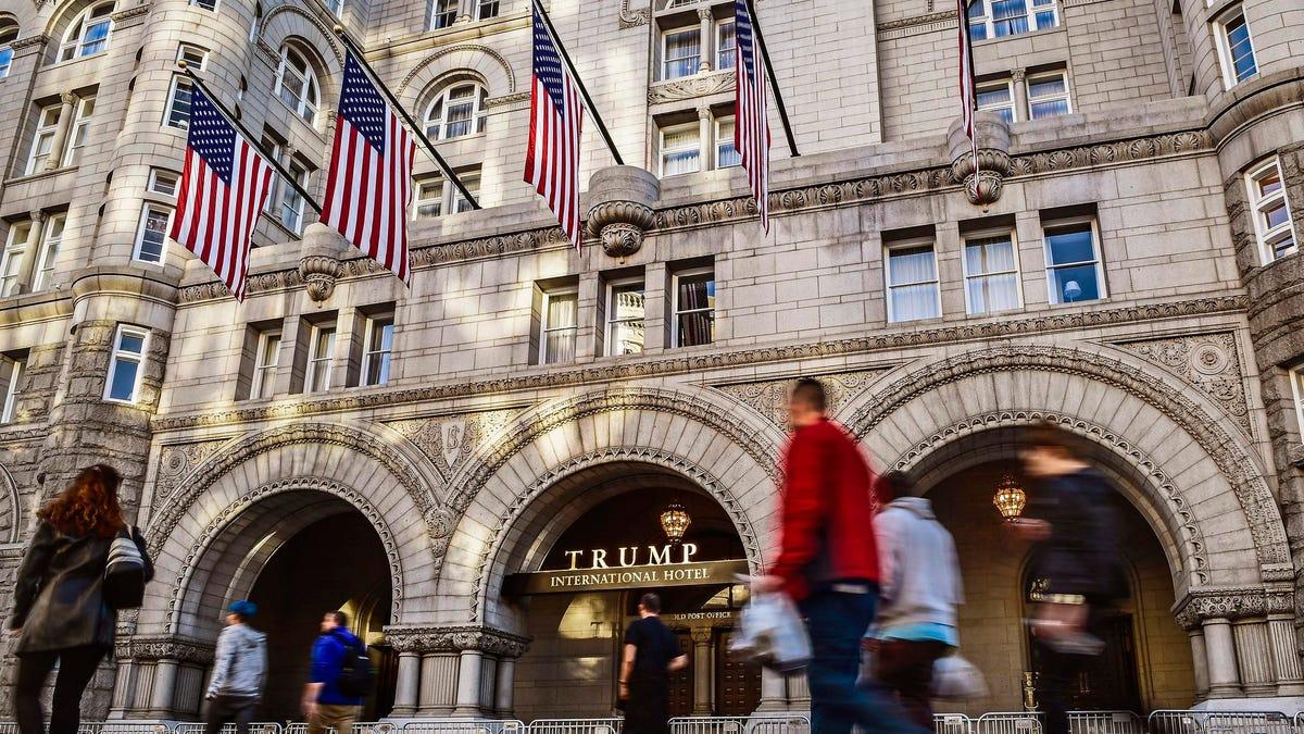 बड़े वित्तीय नुकसान की रिपोर्ट के बाद ट्रंप कथित तौर पर डीसी होटल बेचने के करीब हैं
